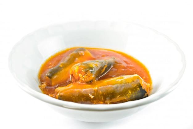 Fischkonserven in tomatensauce