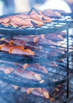 Fish.barbecue räucherfisch auf catering.
