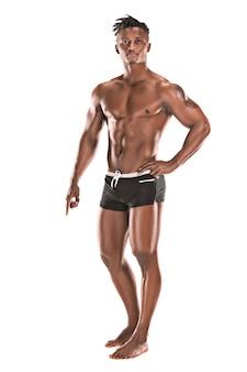 Fit junger mann mit schönen torso isoliert