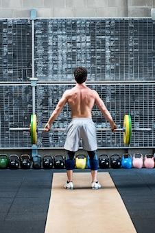 Fit muskulöser athlet von hinten gesehen