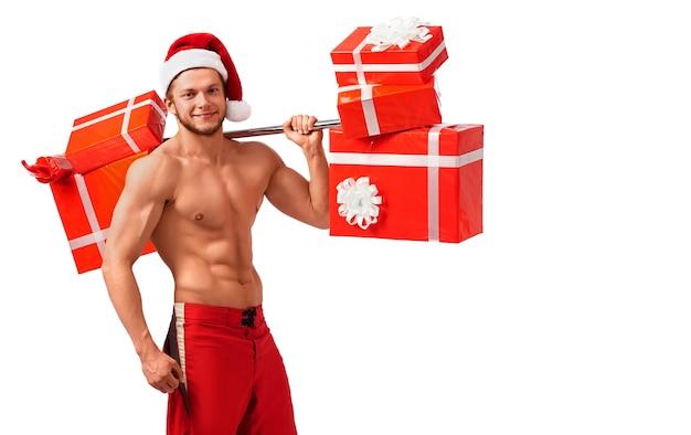 Fit naked santa claus mit einer langhantel voller geschenke