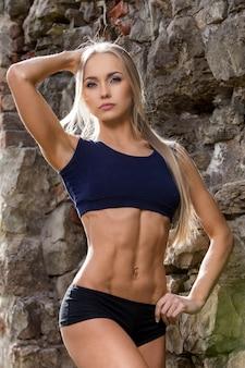 Fitness. schöne frau mit sexy körper
