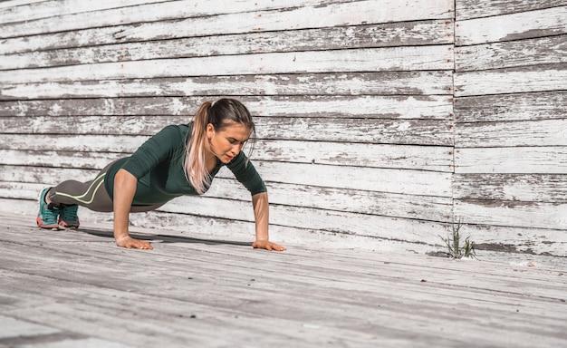 Fitness sportliches mädchen