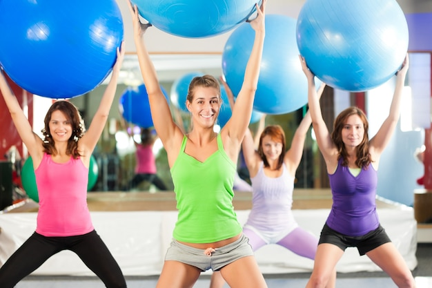 Fitness - training und training im fitnessstudio
