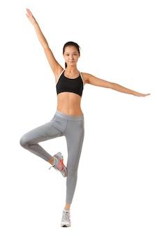Fitnessfrau in voller länge