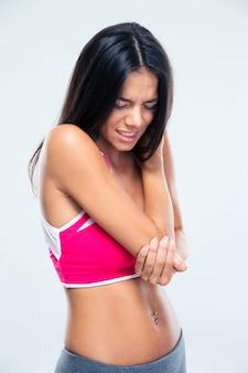 Fitnessfrau mit ellenbogenschmerzen