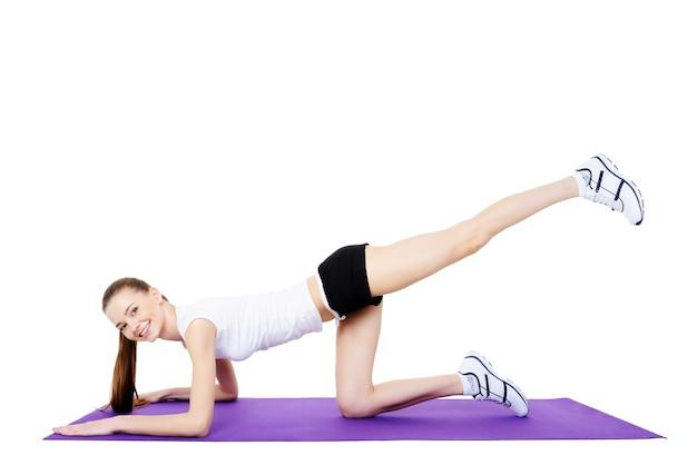 Fitnessübungen für den körper junger frauen - isoliert