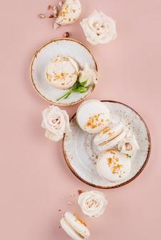 Flach gelegt leckeres macarons arrangement