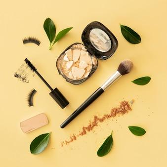 Flach gelegte make-up-produkte