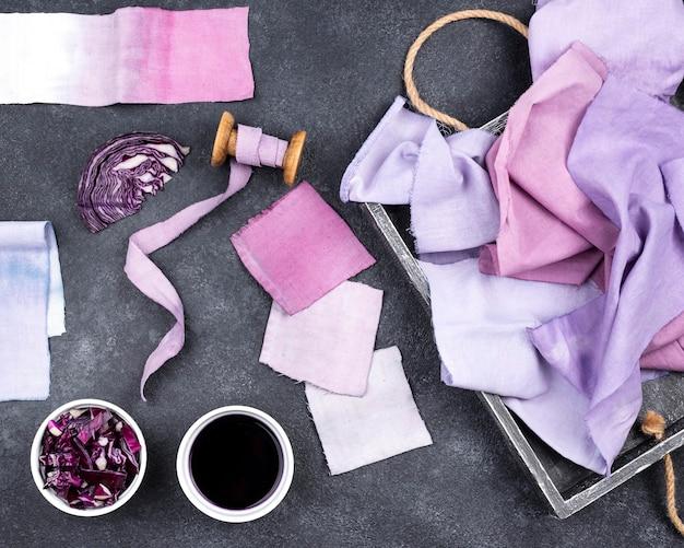 Flach gelegte organische farbstoffsammlung