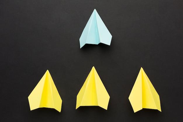 Flach gelegte papierflugzeugsammlung