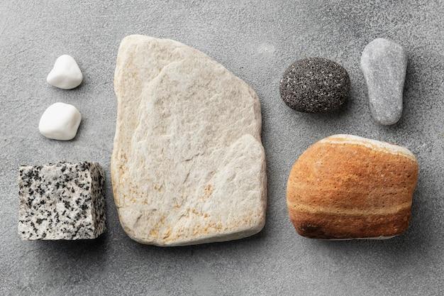 Flach gelegte steinsammlung