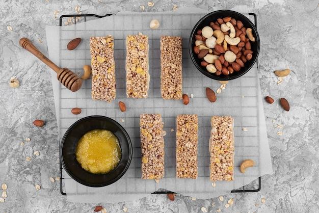 Flach gelegte zuckerfreie snackbars