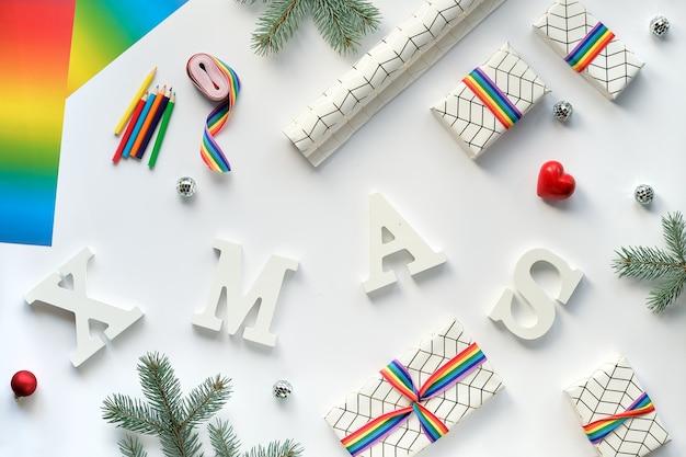 Flach lag mit weihnachtsschmuck und text weihnachten