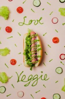 Flach lag vegetarischer hot dog