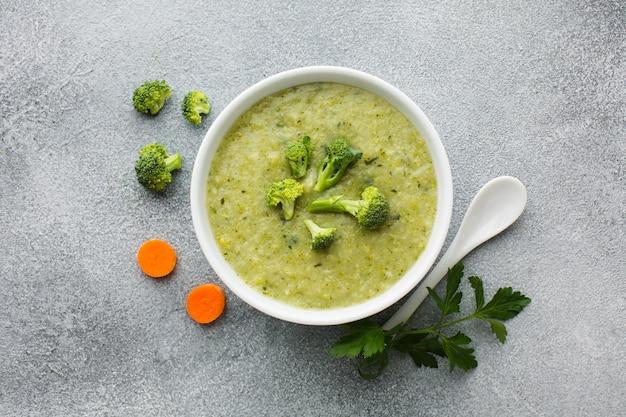 Flach legen brokkoli und karotten biskuit