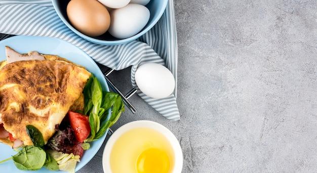 Flach legen leckeres essen mit eiern