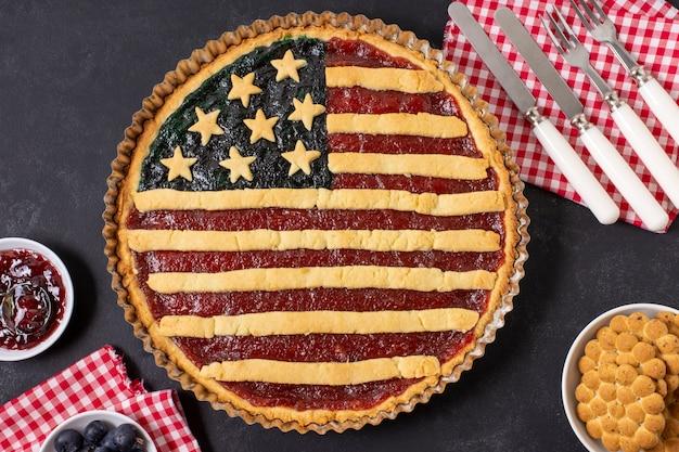 Flach legen usa flagge kuchen mit besteck
