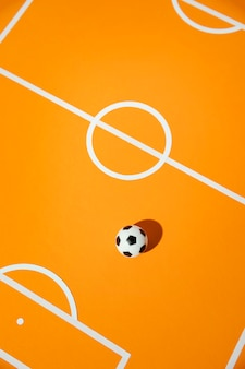 Flach liegen fußball auf dem feld stillleben