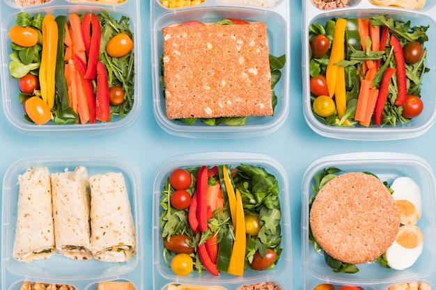 Flach liegende auswahl an lunchboxen