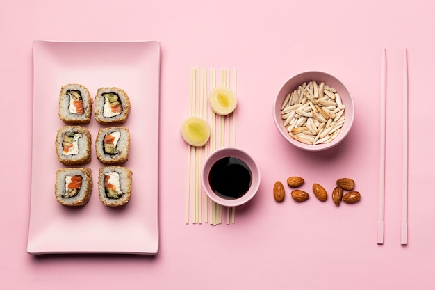 Flach liegende flexible diät mit sushi