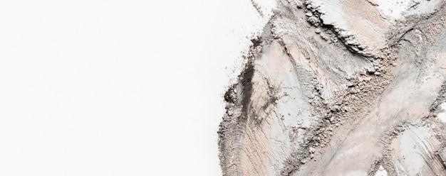 Flach liegender tonfleck mit kopierraum