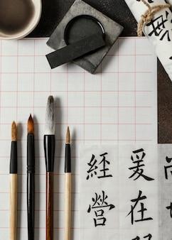 Flache anordnung der chinesischen tintenelemente