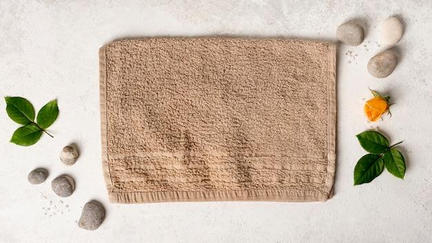 Flache anordnung mit badekurortelementen