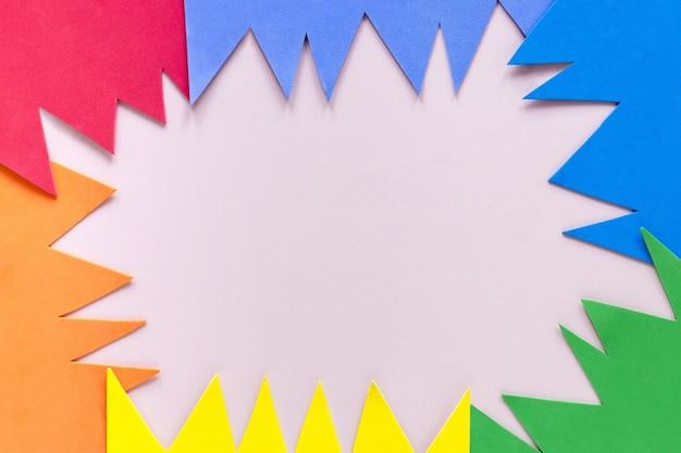 Flache bunte papierform legen