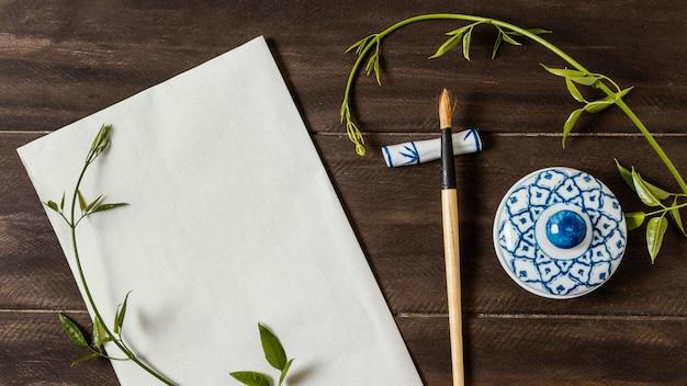 Flache chinesische tinte mit leerer kartenzusammensetzung