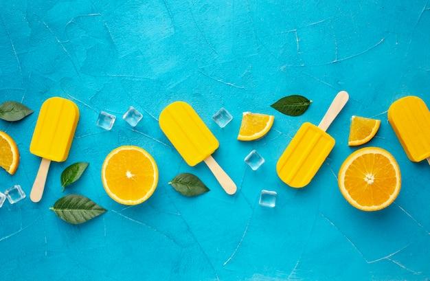Flache eiscreme mit orangengeschmack