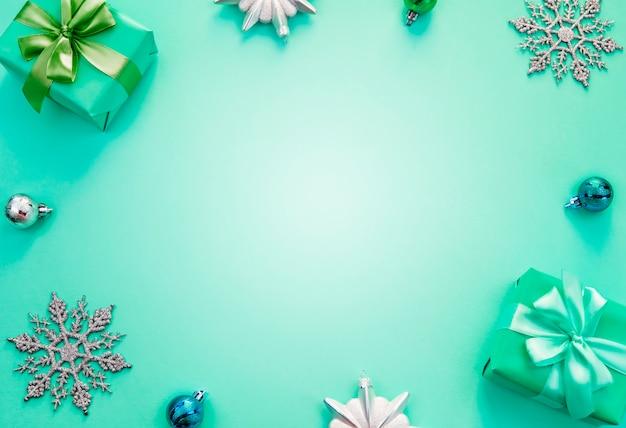 Flache kisten mit geschenken