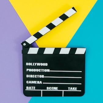 Flache lage der filmklappe für kinokonzept