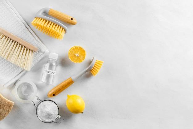 Flache lage der sammlung umweltfreundlicher reinigungsprodukte mit kopierraum