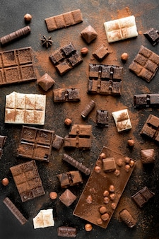 Flache lage der schokoladensortimentanordnung