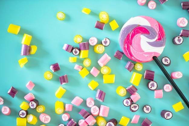 Flache lage der süßigkeit getrennt