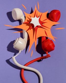 Flache lage der telefonhörer mit papierform