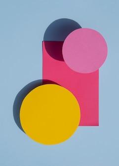 Flache lage des abstrakten kreispapierdesigns