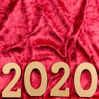 Flache lage des chinesischen neuen jahres auf rotem samt