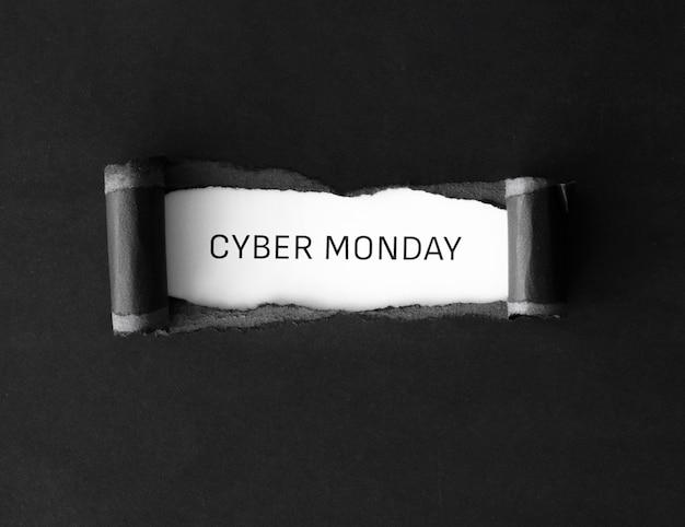 Flache lage des cyber-montags mit zerrissenem papier
