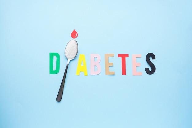 Flache lage des diabetes-konzepts mit teelöffel mit zucker