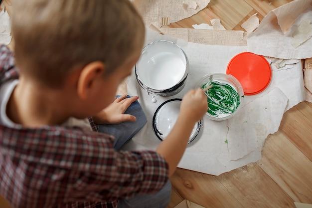 Flache lage des färbewerkzeugs für heimwerker, wartung und reparatur, familienlebensstil.