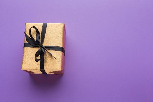 Flache lage des geschenks mit kopierraum