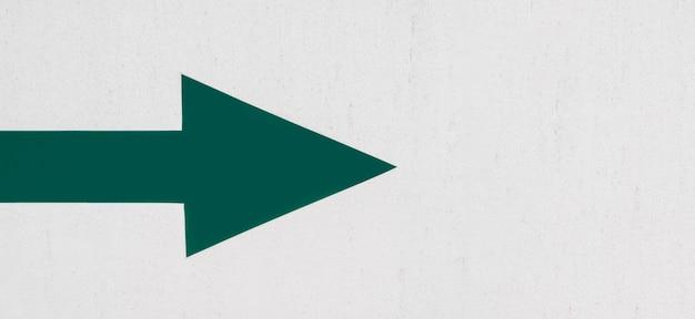 Flache lage des grünen pfeils nach rechts zeigend