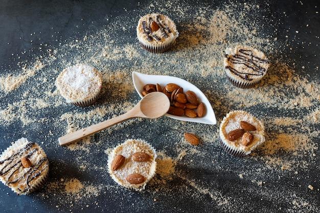Flache lage des köstlichen cupcakes-konzepts Premium Fotos