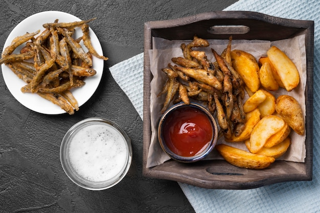 Flache lage des köstlichen fish and chips-konzepts
