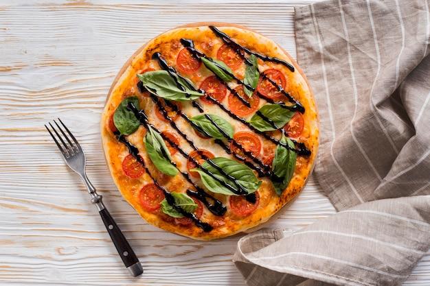Flache lage des köstlichen pizza-konzepts