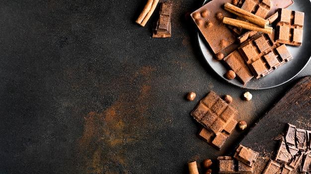 Flache lage des köstlichen schokoladenkonzepts