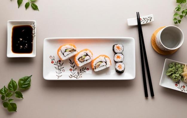 Flache lage des köstlichen sushi-konzepts