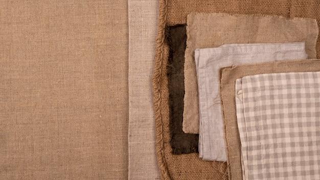 Flache lage des monochromatischen sortiments von textilien mit kopierraum